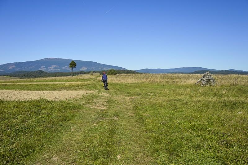 19 - Zielony szlak zJabłonki podBabią. Wcieniu wielkiej góry