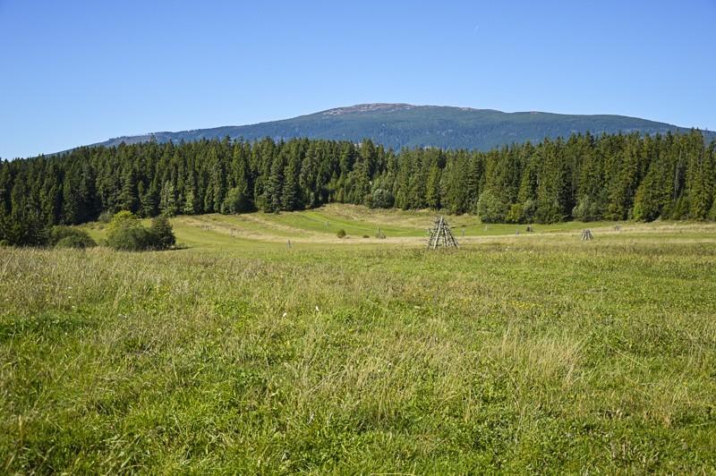 33 - Zielony szlak zJabłonki podBabią. Wcieniu wielkiej góry