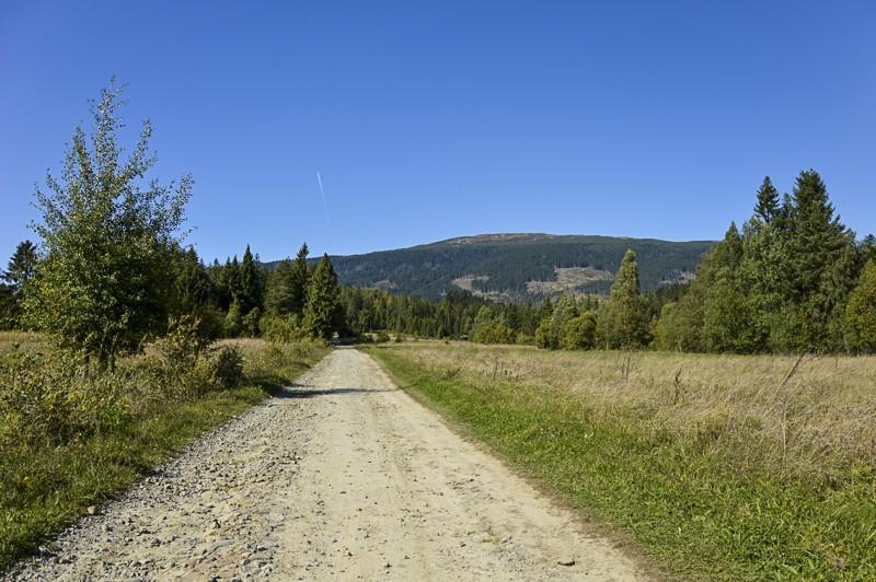 35 - Zielony szlak zJabłonki podBabią. Wcieniu wielkiej góry